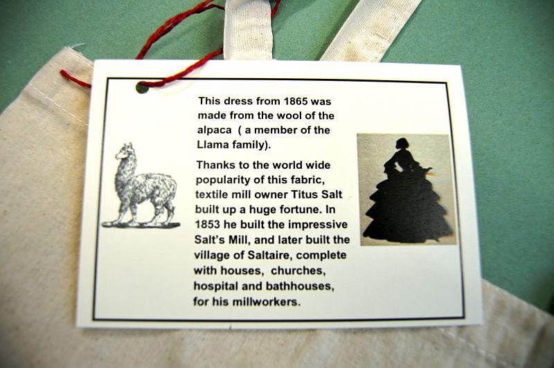 Alpaca tote bag label